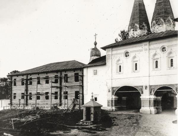 Реставрация Ферапонтова моанстыря в начале ХХ века